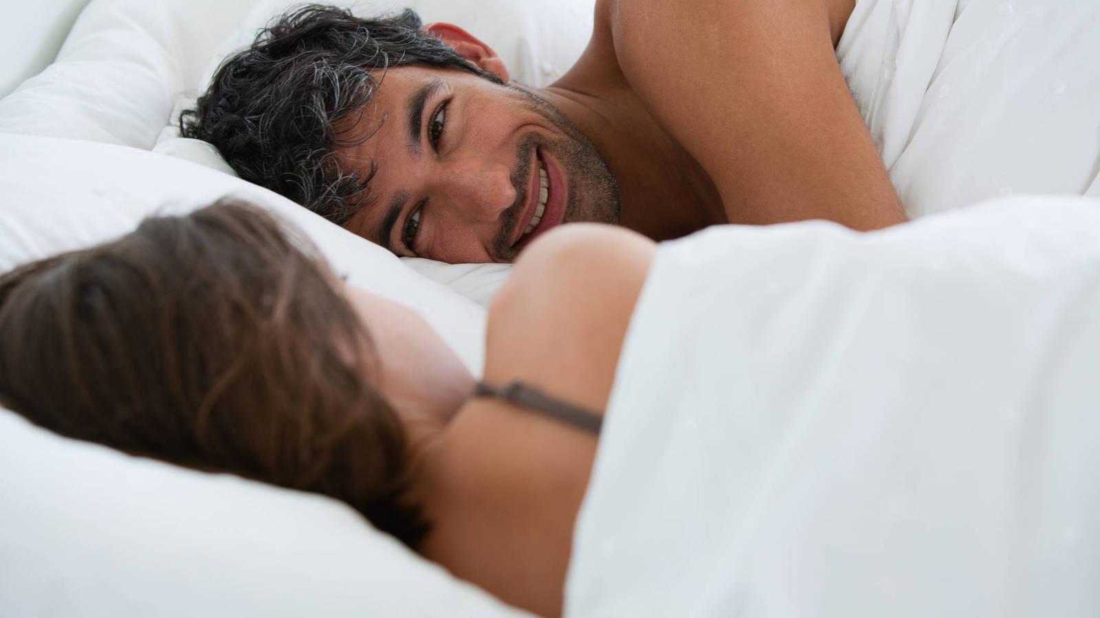 10 cosas que a los hombres les gusta hacer en la cama.