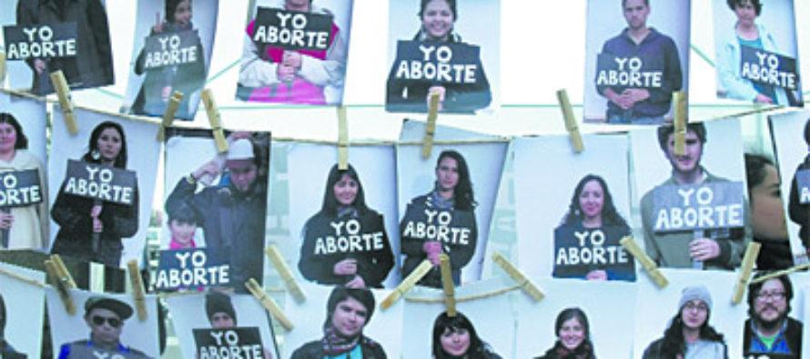 12 mexiquenses abortan en la CDMX al día